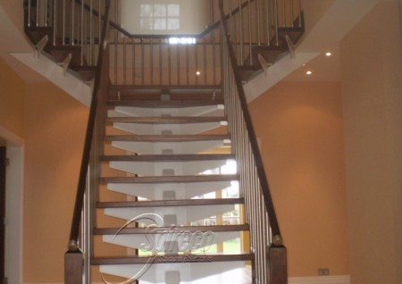 'Abbington' Bat-Wing stairs