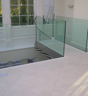 'Avoca Cantilever' Glass Balustrade