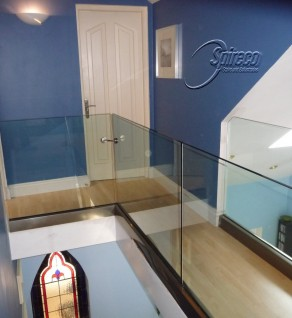 'Cantilevered' Glass Balustrade