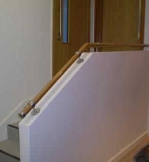 'Clasac' Oak Handrail with Knuckle Brackets