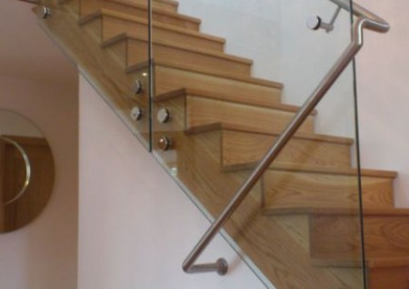 Cantilver Glass Balustrade on Oak Stairs